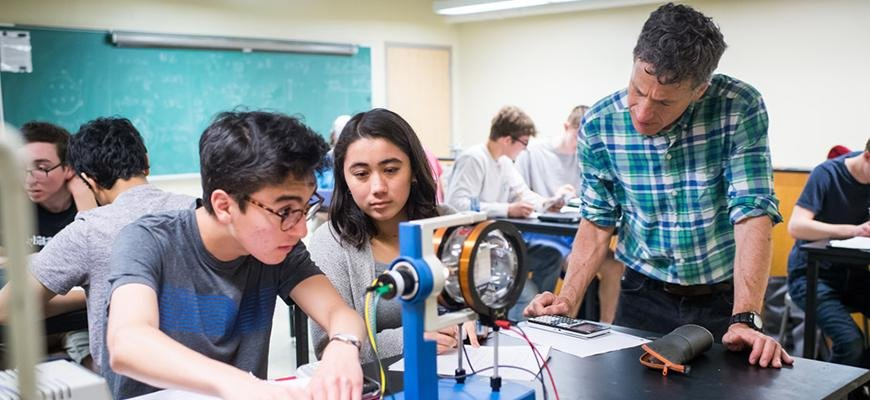 <a href='http://www.bu.edu/today/2019/particles-and-pizza/?utm_campaign=bu_today_2019&utm_source=email_0618&utm_medium=headline_1&utm;_c'>BU Physics Outreach featured in BU Today</a>